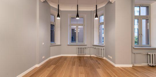 """Apdares programmas """"Mājokļa saimnieks"""" ietvaros pabeigts pirmais dzīvoklis atjaunotajā namā Rīgā, Lāčplēša ielā 13"""